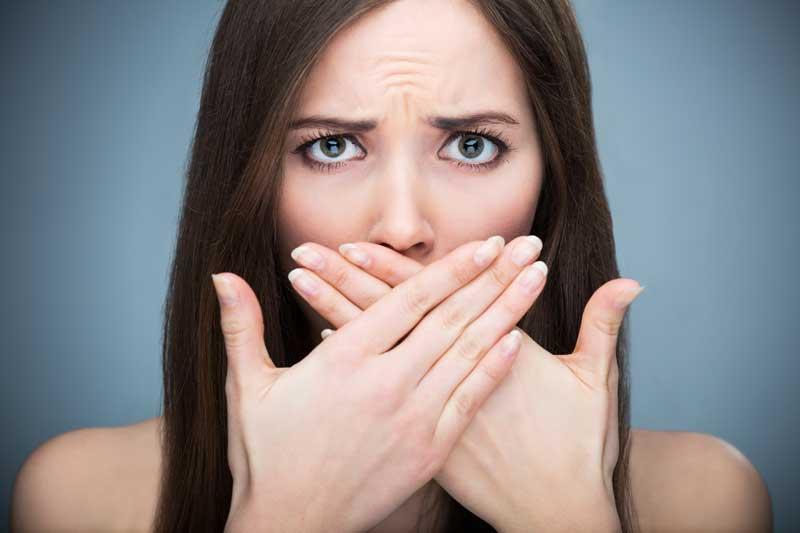 10 lucruri care ar putea provoca respirație rau mirositoare