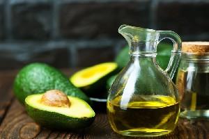 Opt beneficii ale uleiului de avocado asupra pielii