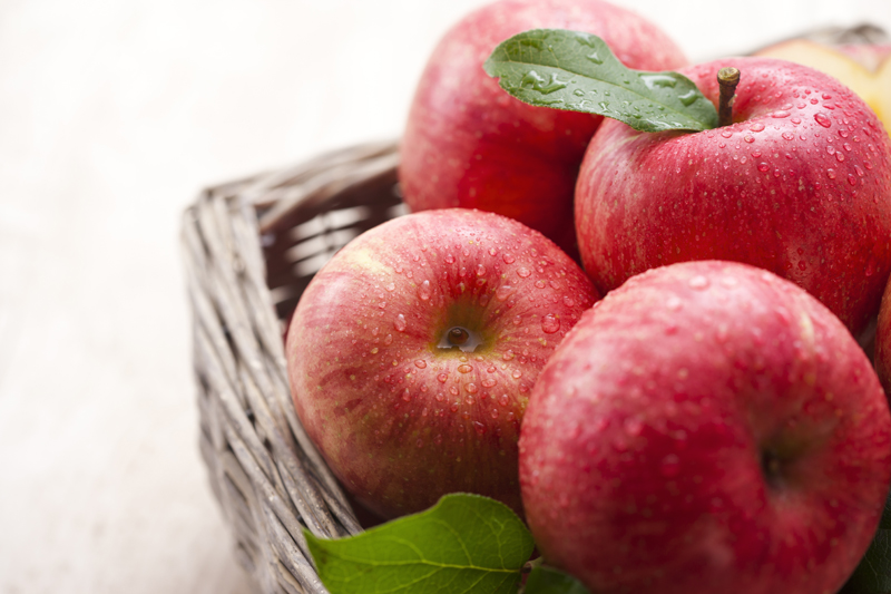 5 alimente sanatoase si beneficiile lor (migdale, mere, argula sparanhel si banane)