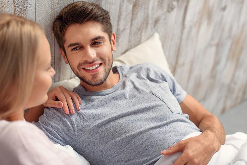 Discutiile despre sex, pot ajuta la mentinerea atractiei sexuale in cuplu